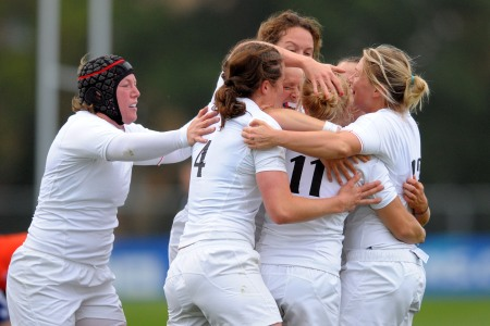 England cruise into semis as top seeds