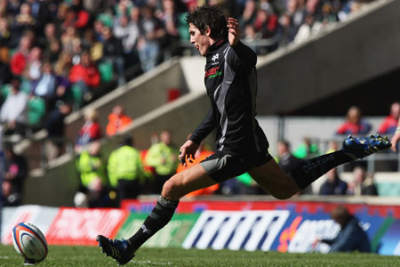 Hook leads Ospreys to victory