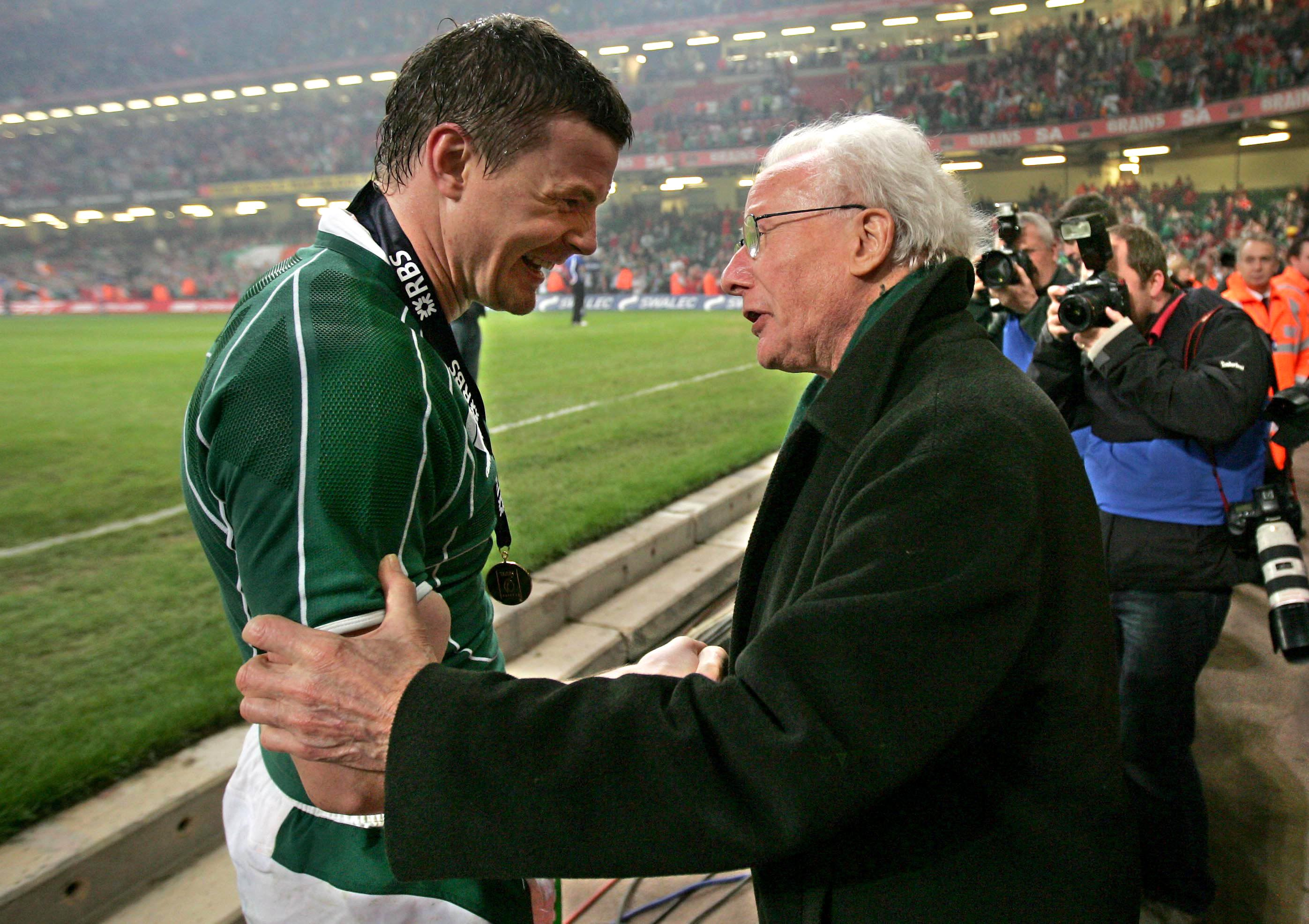 Brian O'Driscoll celebrates with Jack Kyle 2009 28/11/2014