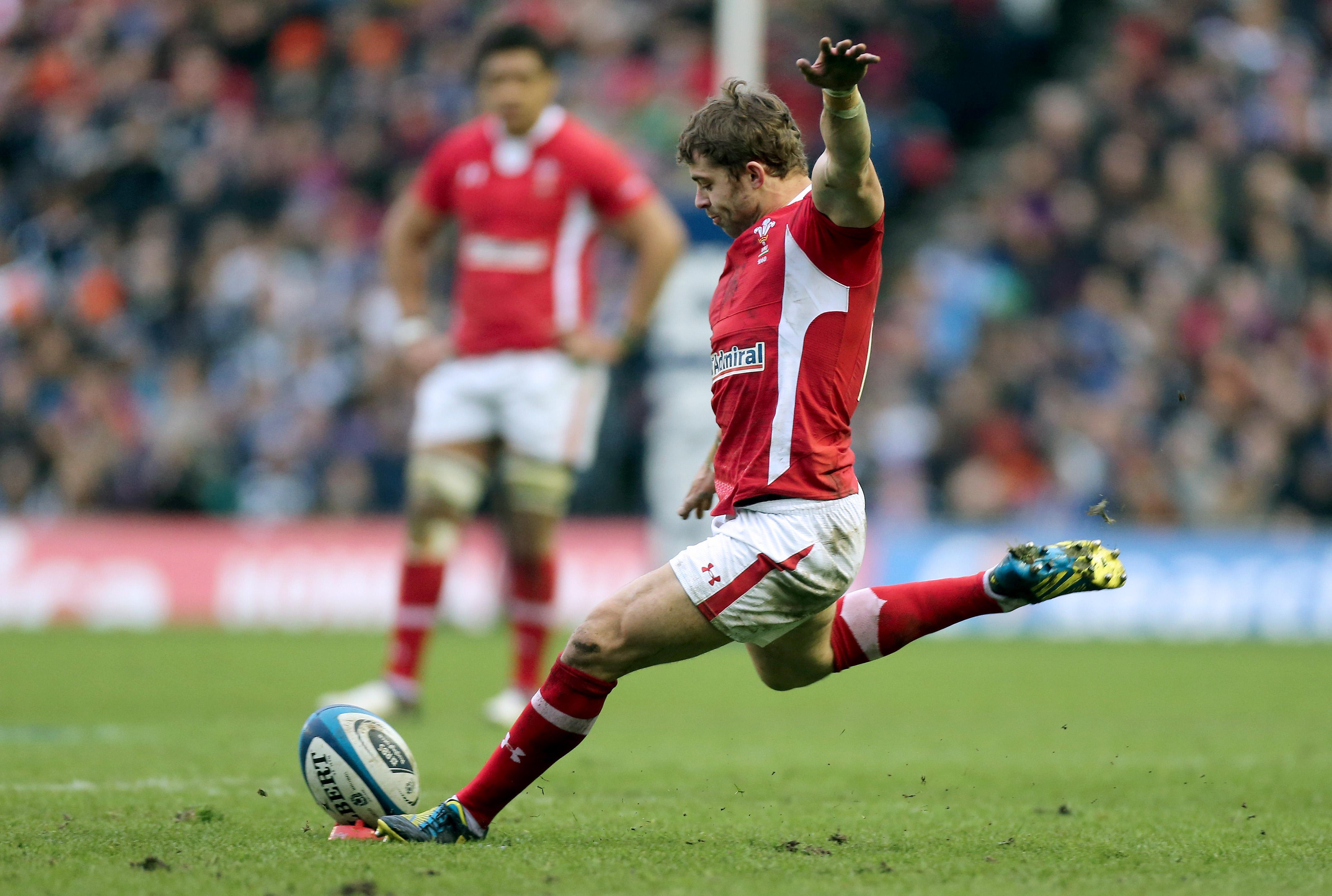 Leigh Halfpenny kicks a penalty 9/3/2013