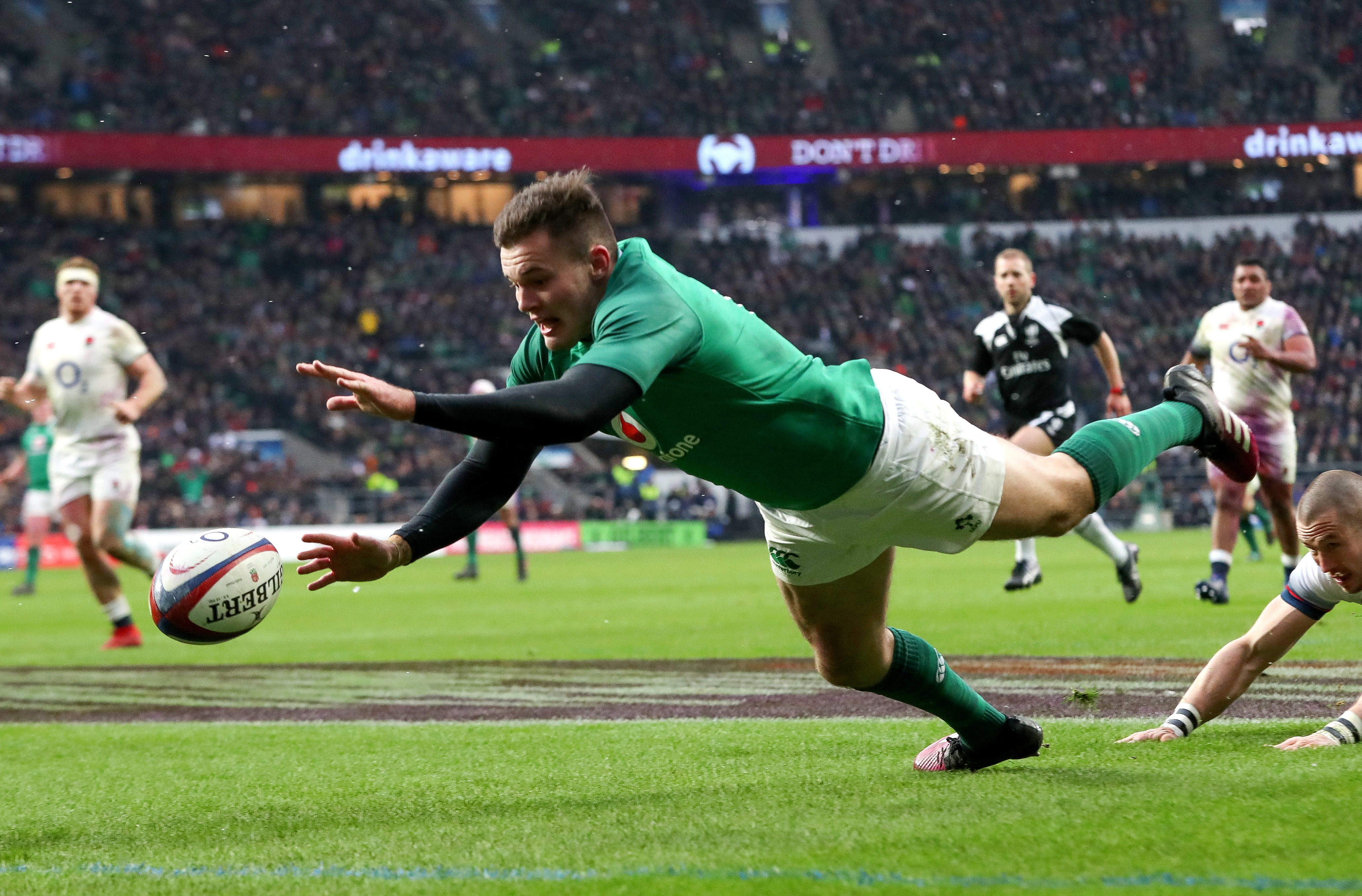 Jacob Stockdale scores a try 17/3/2018