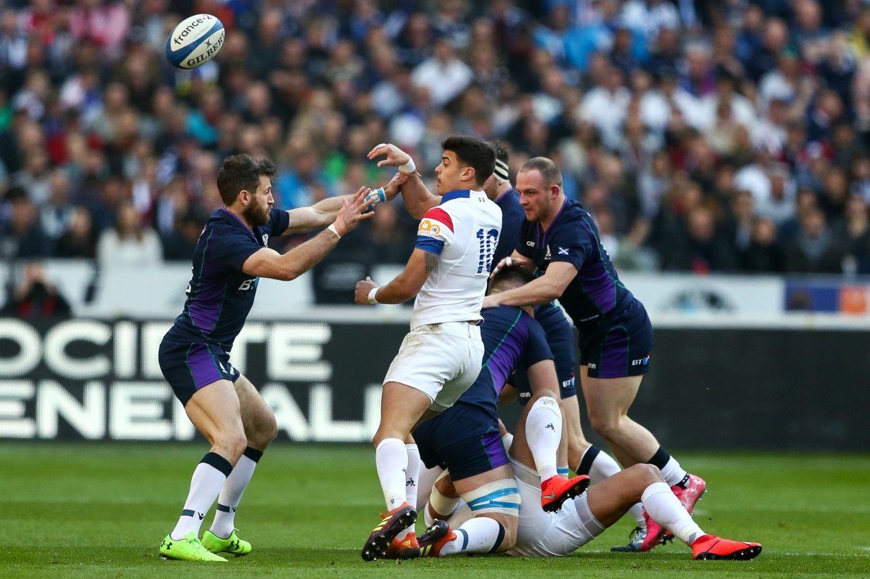 Ireland claim bonus-point win to keep title hopes alive