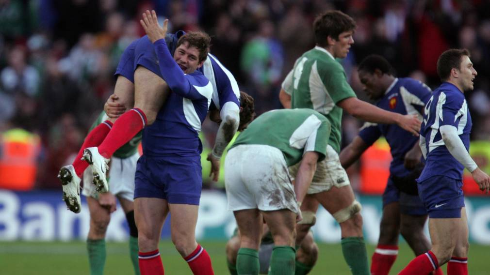 France celebrate Vincent Clerc's late winning try against Ireland in 2007
