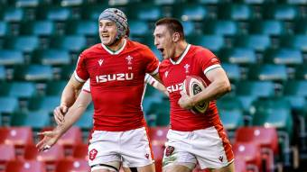 Unbeaten Wales seal Triple Crown with emphatic England win