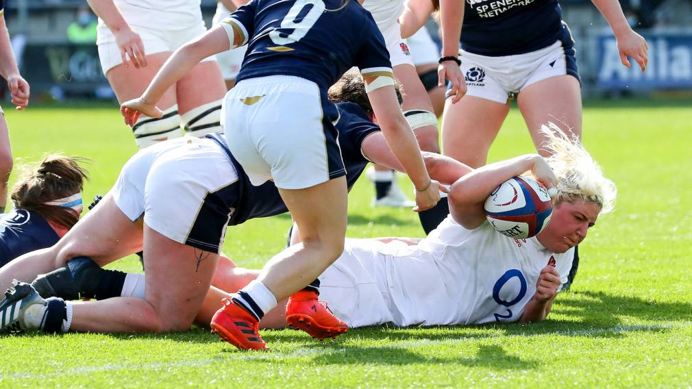 Bryony Cleall scores a try Alphonsi