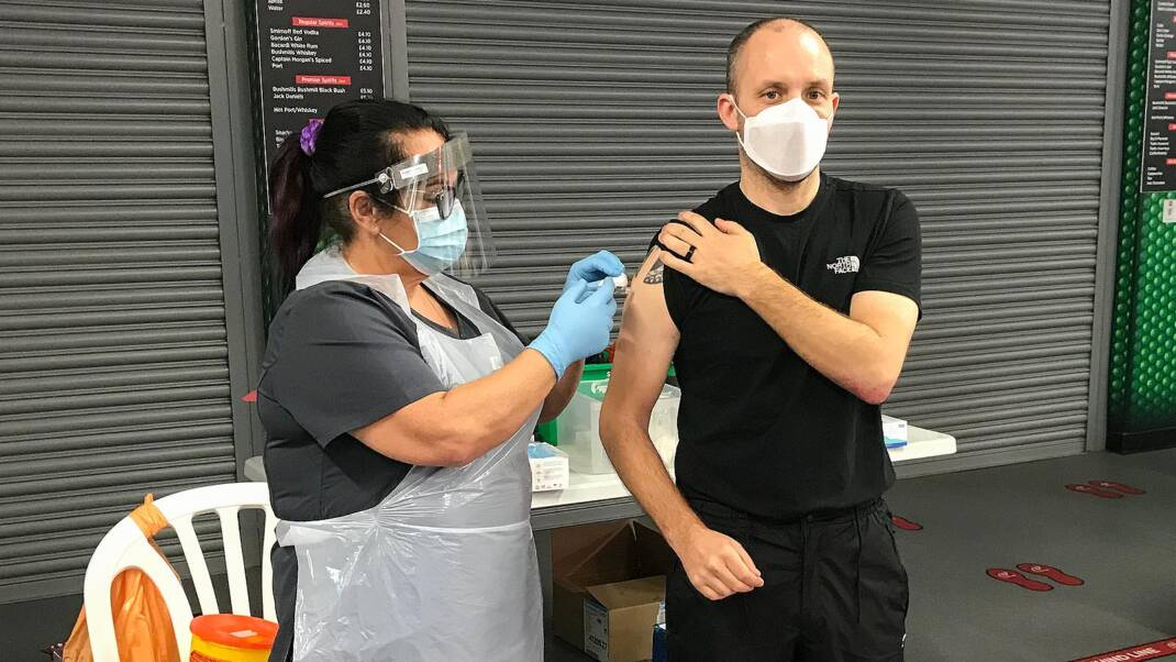 #StandUpTogether: Ulster Rugby supports local delivery of flu vaccine