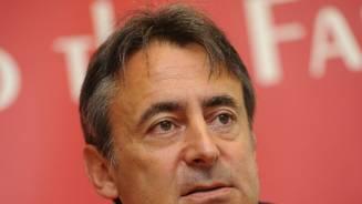 Davies freshens up Scarlets squad