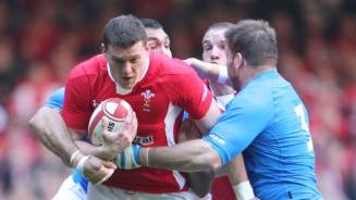 Evans sacrifices wedding plans for Wales