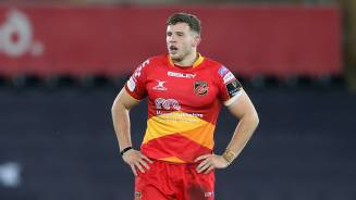 Dee happy to continue roaring for the Dragons