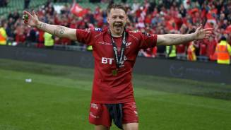 Davies signs new Scarlets deal