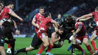 Evans' try breaks Scarlets resolve