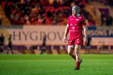 Wales Grand Slam heroes Davies, Owens and Evans commit to Scarlets