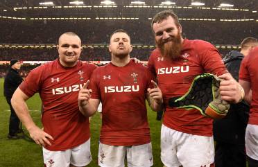 Benny backing Scarlets to stay at top without Ball