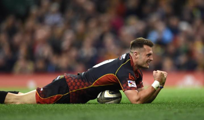 Promising centre signs first senior Ospreys contract