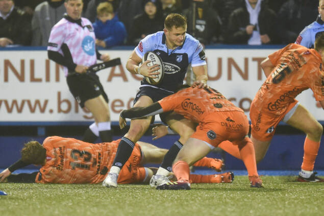 Lewis back fit as he signs new deal