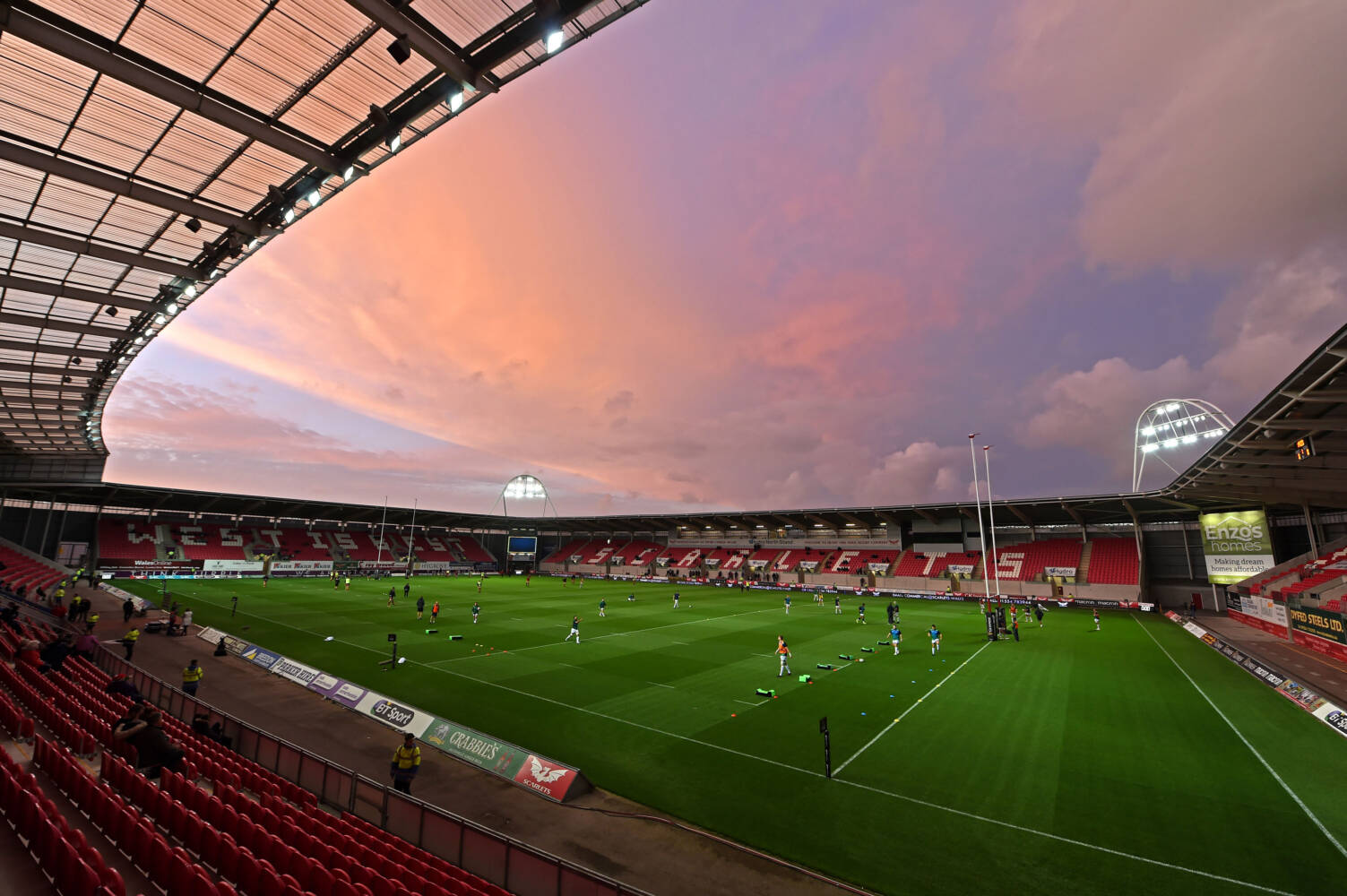 Scarlets open stadium to aid NHS