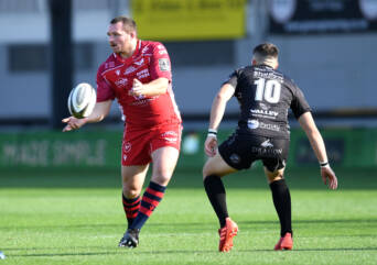 Scarlets give Owens big landmark win