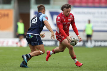 Evans talks fine form, mullets and Toulon