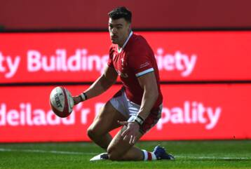 Williams' first try not enough to down England