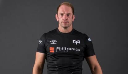 Jones back as Ospreys go hunting Sharks