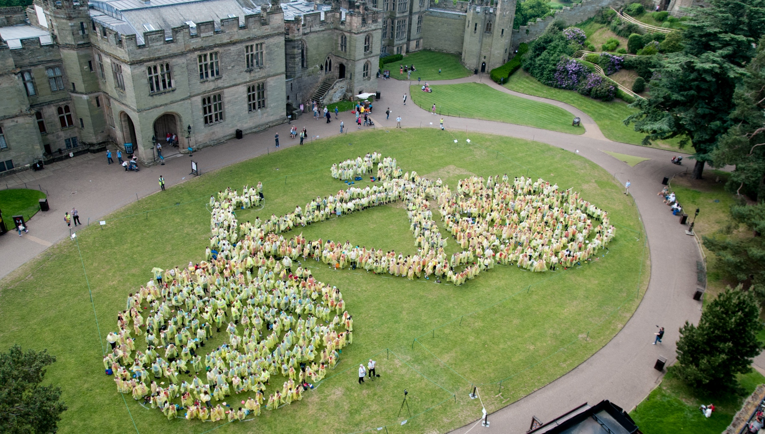 Guinness World Record attempt at Warwick Castle ahead of Aviva Women's Tour