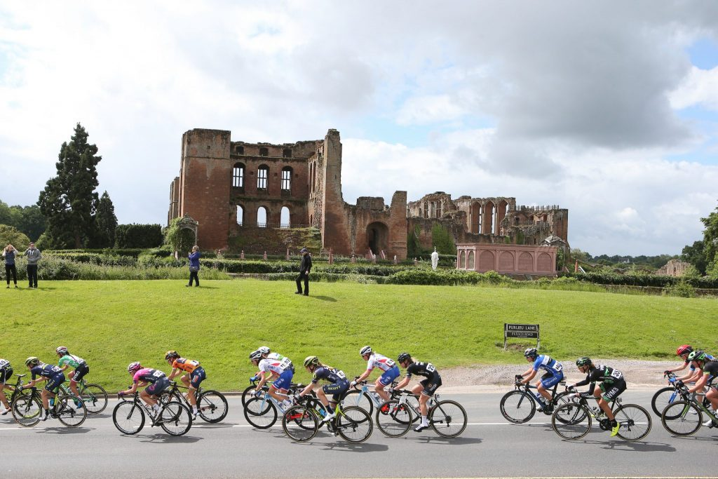 Stage 3 peloton Kenilworth Castle