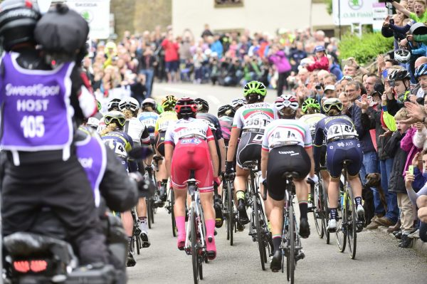 Crowds peloton Crich Derbyshire Stage 4 2017