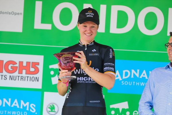 Jolien D'hoore Wiggle HIGH5 London podium Stage 5 win 2017